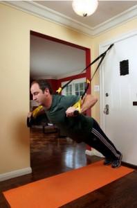 тренировка дома с использованием петель TRX