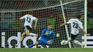 Сборная Германии выиграла у команды Нидерландов со счетом 2:1.