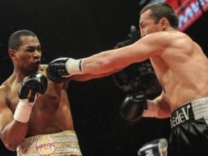 Колумбиец Сильгадо проиграл бой российскому чемпиону Денису Лебедеву