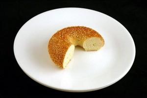 70 г булочки с кунжутом - 200 калорий