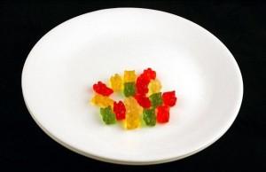 51 г жевательных медведей (конфеты Gummy Bears) - 200 калорий