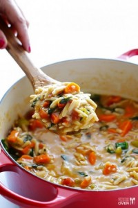Суп с пастой Орцо и шпинатом