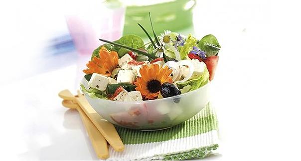 Съедобные цветы, которые украсят праздничные блюда