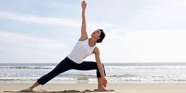 Пятиминутная пляжная тренировка для пресса и ног