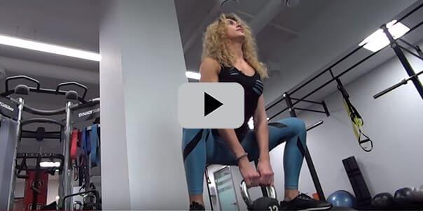 Женская тренировка для попы и ног. Приседания с гантелью